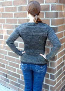 Chandail cardigan back view